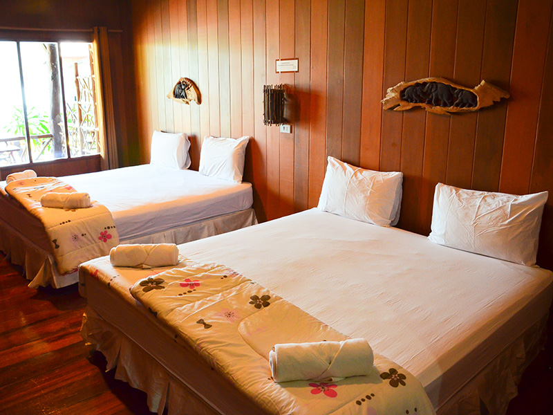 https://www.kohchangsalakphet.com/wp-content/uploads/2017/05/family-seaview-room.jpg